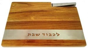 Tablero de madera con cuchilla láser