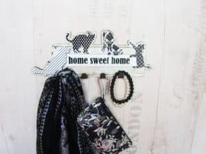 Perchero blanco y negro de perros y gatos