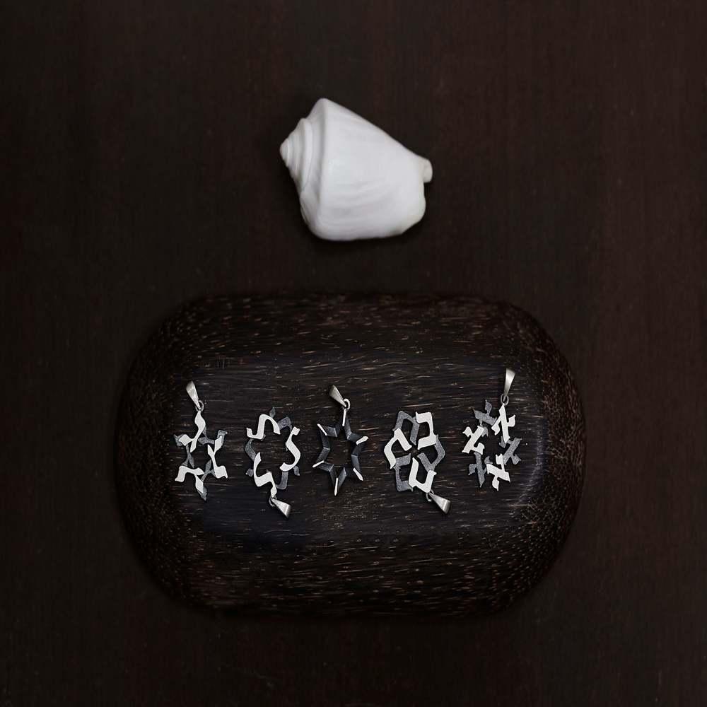 Collar Estrella de David Magen David Afilada por 2 lados  con 18 diamantes naturales