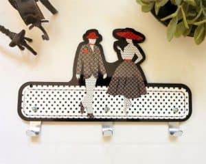 Suspensión de pared de hombre y mujer negro, blanco y rojo