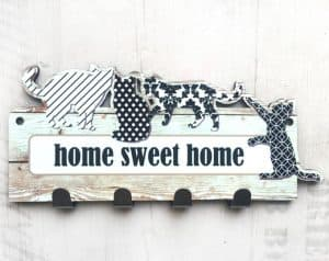 Perchero de llaveros de gatos en blanco y negro