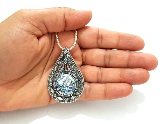 925 Sterling Silver Yemenite Filigree Work Tear Drop Pendant with Roman Glass