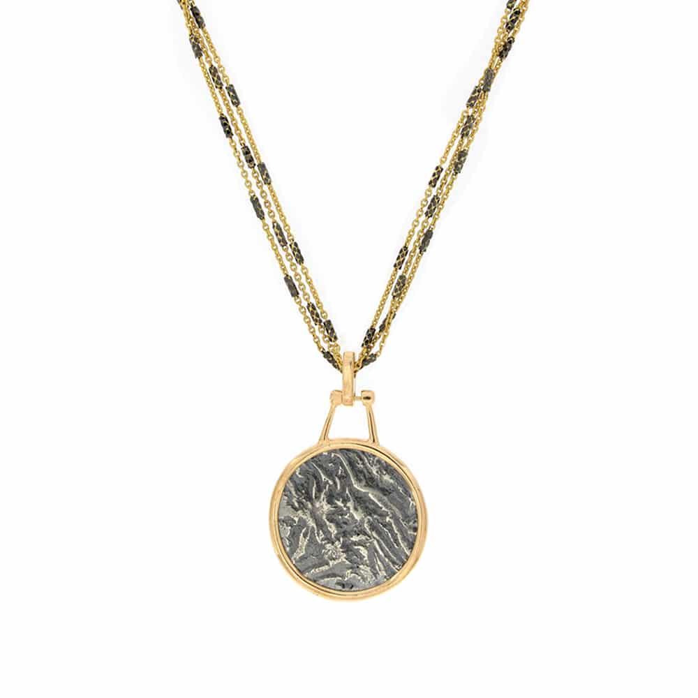 Collar Chapado en Oro con Monedas Antiguas Sobre Una Cadena de Plata