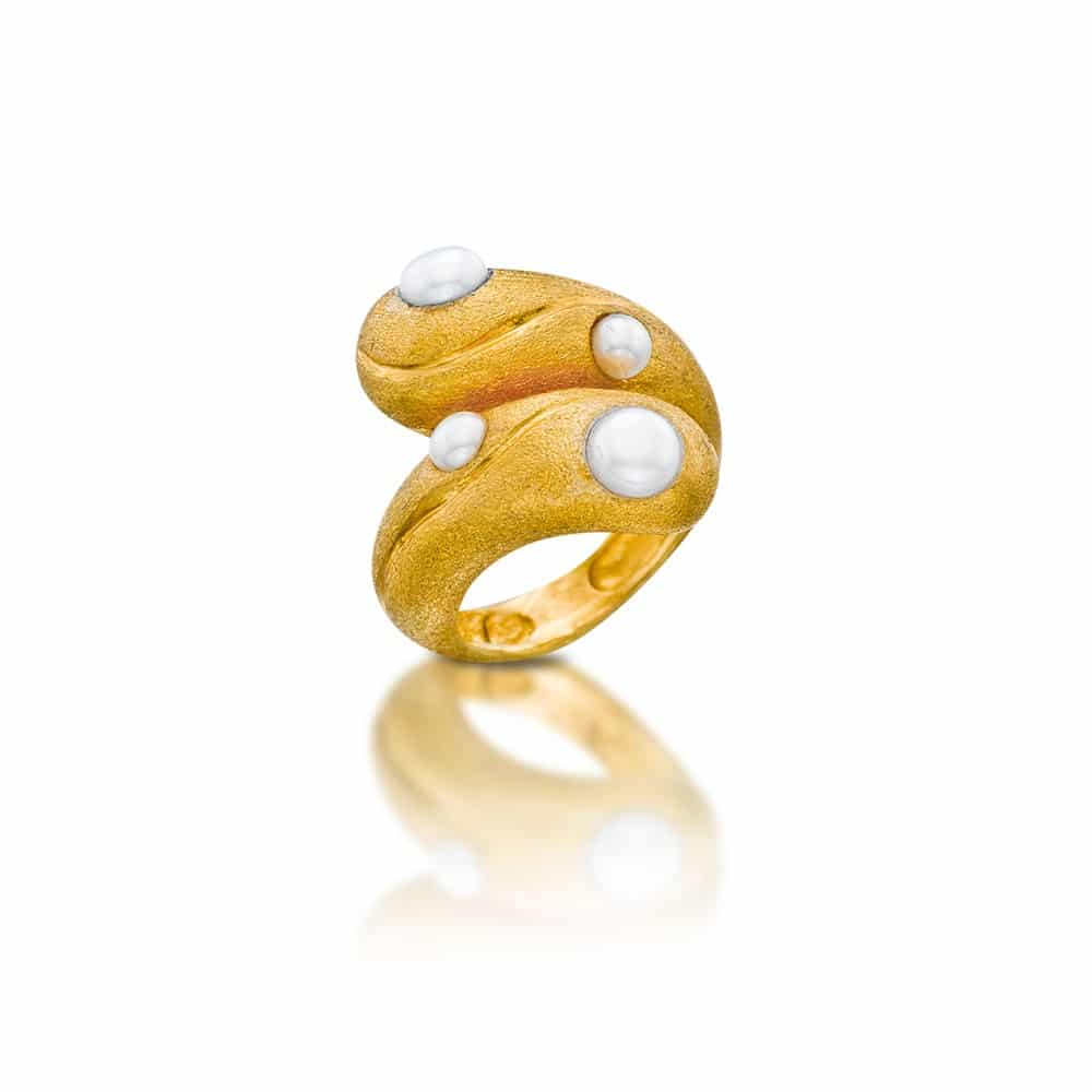 Gold plated silver Ring with natural pearls