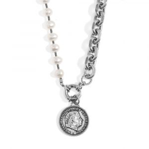 A short silvery necklace with pearls and coin
